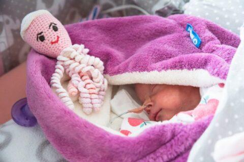 Pomáháme Nedoklubku – předčasně narozeným dětem